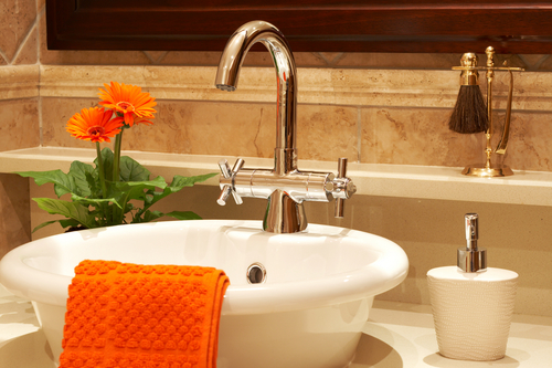 Top 3 tips to declutter your bathroom and improve your oral care regimen
